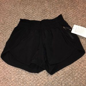 Lululemon tracker LR shorts. 4